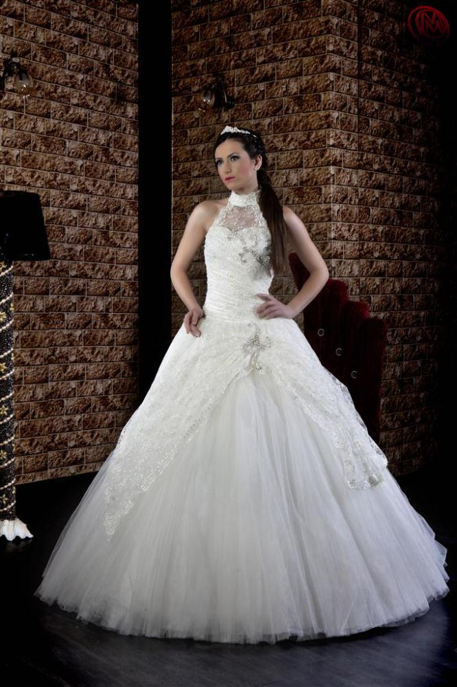 Wedding and engagement dresses dubai dubai uae for Wedding dress in dubai